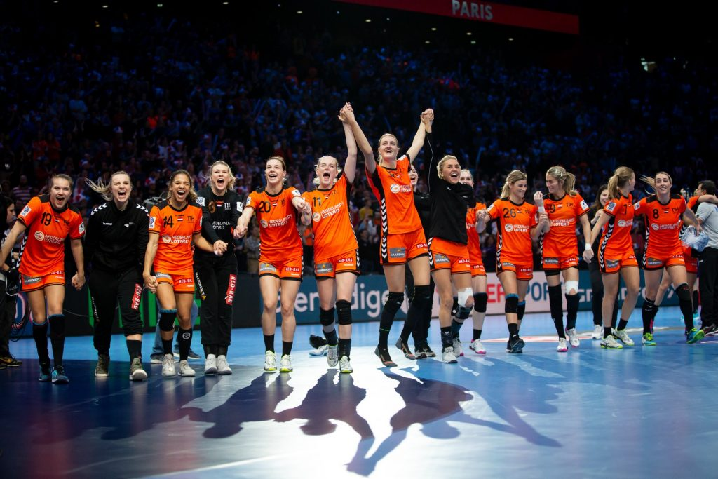 Nederlands celebrate the bronze medal against Romania